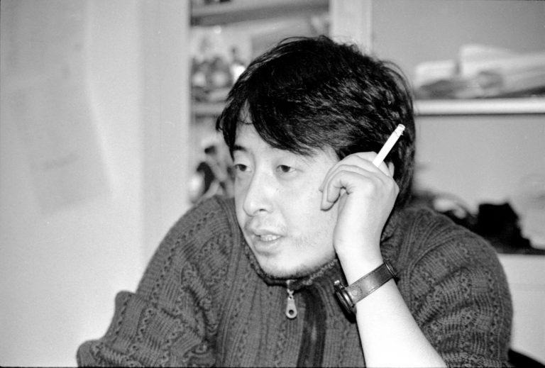 贾樟柯在工作室,《小武》(1997)和《站台》(2000)导演,北京,2001