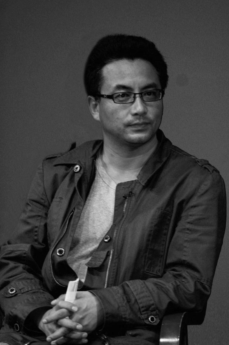 万玛才旦,藏族导演,作品包括:《老狗》(2011),《塔洛》(2015)和《撞死了一只羊》(2018),纽约,2014
