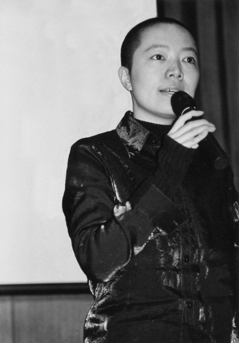 石头,艺术家、导演,代表作《女同志游行日》(2004),北京大学,2001