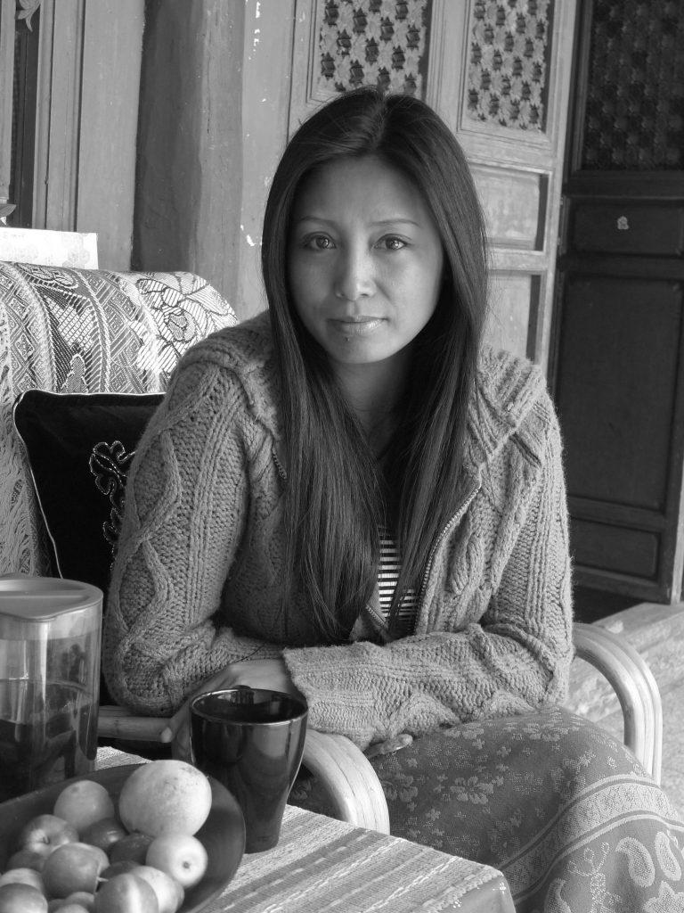 谷雪儿,是一位重要的诗人,也拍摄独立的民族学电影。照片拍摄于她丈夫在丽江的家中,2013年