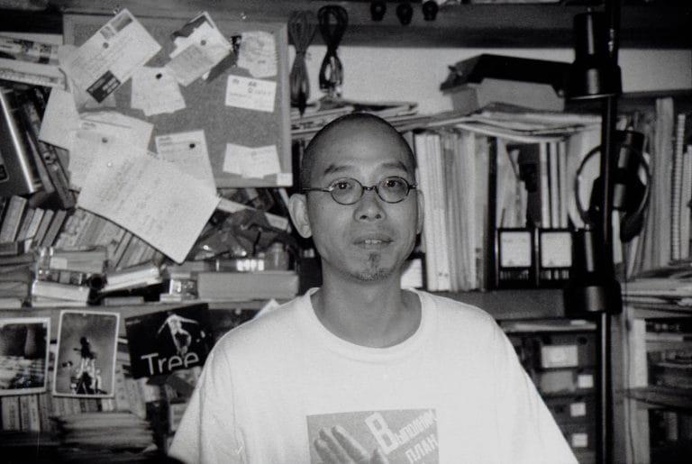 吴文光在公寓,《流浪北京》(1990)《江湖》(1999)导演,北京,2001