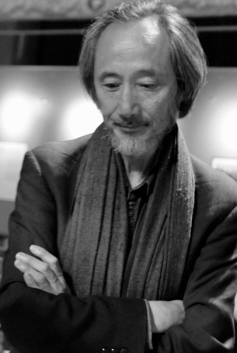 马建,获奖作家,在英国生活多年。他的社会批判类似于许多中国独立电影中隐含的批判,纽约市,2019。