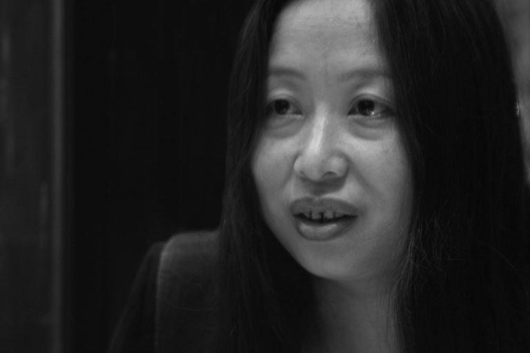 肖鲁 女权主义艺术家,其激进的作品《对话》(1989年)激发了作家、艺术家和电影导演在其作品中对社会现实的描述,北京,2006年