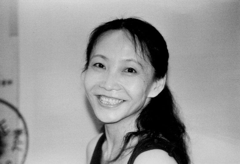 文慧,《和民工跳舞》(2001)编舞,艺术展现场,北京,2001