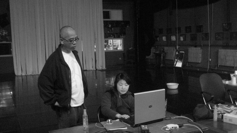 吴文光,民间记忆计划组织者与策展人(2010至今),纪录片导演章梦奇,草场地工作站,北京, 2001