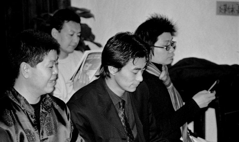 崔子恩与朋友,第一届北京同性恋文化节招待酒会,北京大学,2001