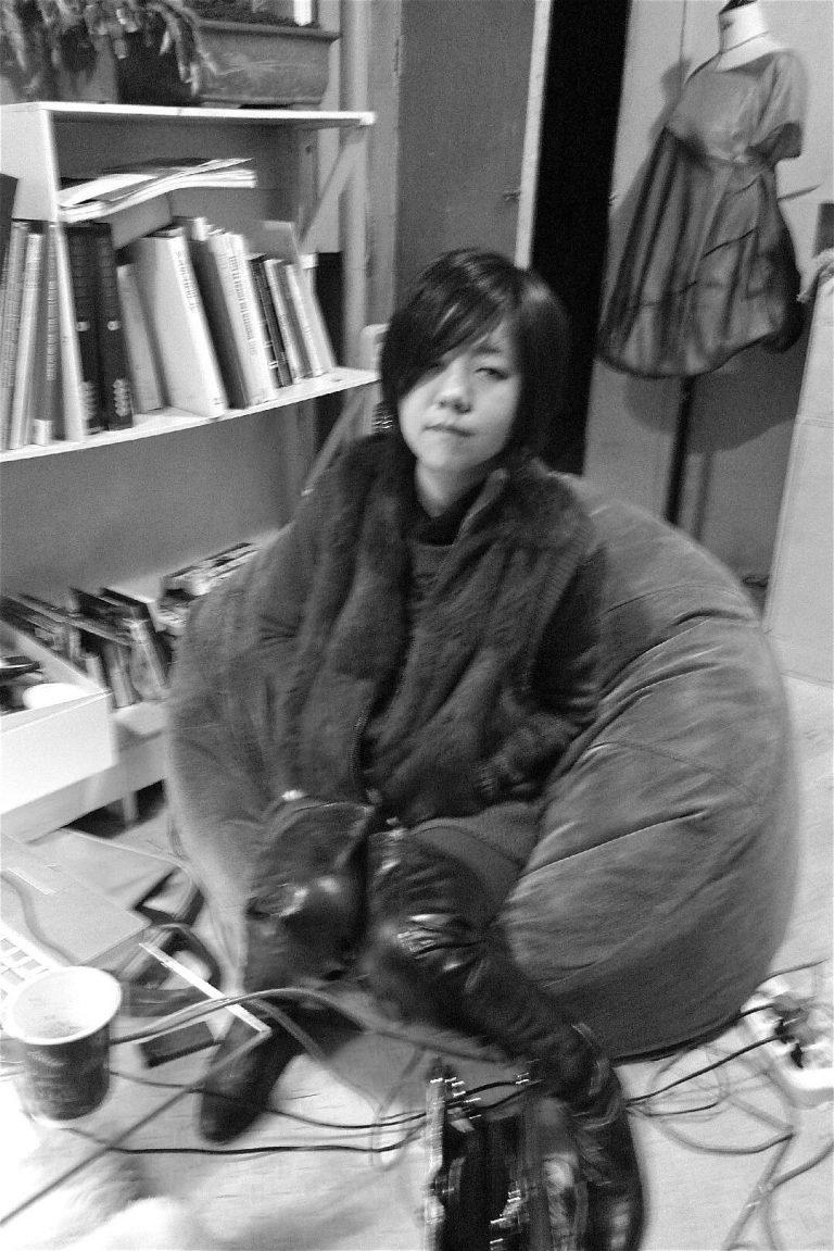 妞妞,刘晓津的女儿,在法国巴黎学习服装设计。照片拍摄于昆明,2011年。
